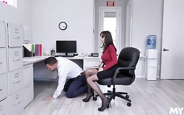A lucky man fucks his sexy boss Lexi Luna in order to earn a placard