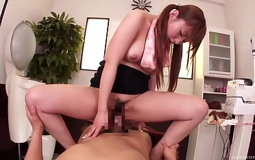 Young Naruse Kokomi amazes with her riding skills