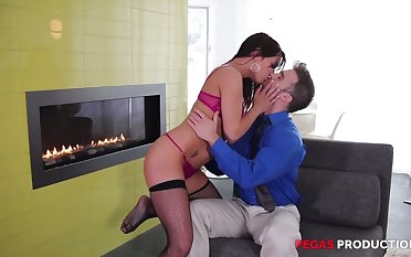Skilled pussy licker knows how to apologize his go steady with Shana Scenic route fully satisfied