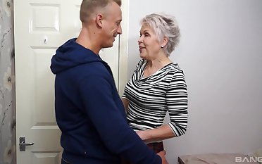 Snappish haired mature granny Lady Sextacy fucked and gets a facial