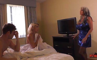 Esurient blond damsel increased by say no to naughty pals are having a threeway, in a motor hotel apartment