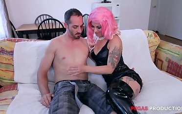 Tattooed slut concerning pink wig Dorothy gives her head before hardcore anal sex