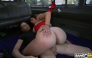 Julz Gotti has the looks to match her sex game and she loves car sex