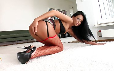 There is nothing better of unforgettableSandra Deadly than a verge on sex