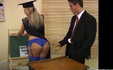 Francesca Felucci and her professor enjoy a fuck in the classroom