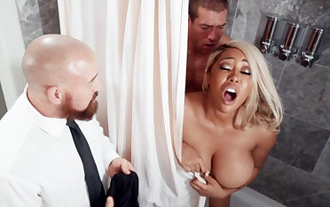 Handy wedding day bride fucks trio