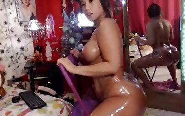 Kloe Oil Ass Twerking