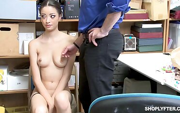 Once she was snarled illegal shoplifting, Scarlett Bloom could fuck her way widely of dramatize expunge trouble